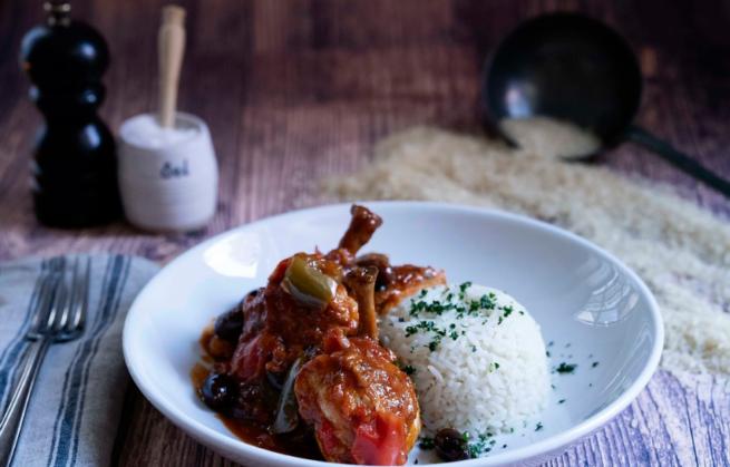 Poulet basquaise, le Pays basque passe à l'assiette